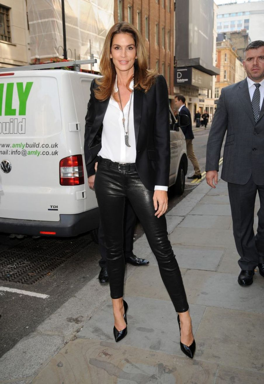 Cindy Crawford arrives at Waterstones for her book signing Featuring: Cindy Crawford Where: London, United Kingdom When: 02 Oct 2015 Credit: WENN.com