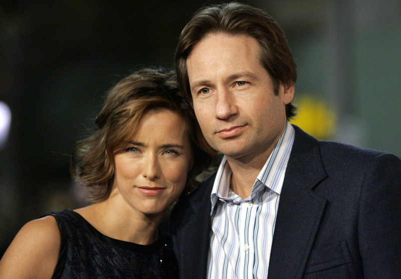 "Cast member Tea Leoni and her husband David Duchovny attend the Los Angeles premiere of Columbia pictures' ""Fun with Dick and Jane"" at the Mann Village theatre in Los Angeles December 14, 2005. The movie is a re-make of the 1977 comedy and tells the story of a married couple (Jim Carrey and Leoni) who turn to robbery to pay the bills after their financial misfortune. The movie opens in the U.S. on December 21. REUTERS/Mario Anzuoni"