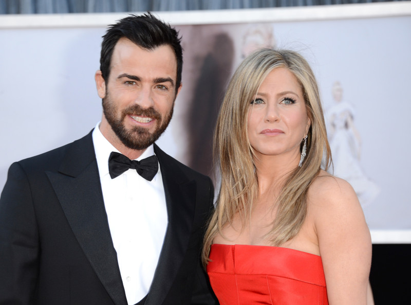 HOLLYWOOD, CA - FEBRUARY 24: Actors Justin Theroux and Jennifer Aniston arrive at the Oscars at Hollywood & Highland Center on February 24, 2013 in Hollywood, California. (Photo by Jason Merritt/Getty Images)