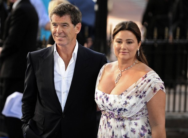 """British actor Pierce Brosnan and his wife Keely Shaye Smith pose as they arrive for the world premiere of """"Mamma Mia"""" at Leicester Square in London June 30, 2008. REUTERS/Dylan Martinez (BRITAIN)"""