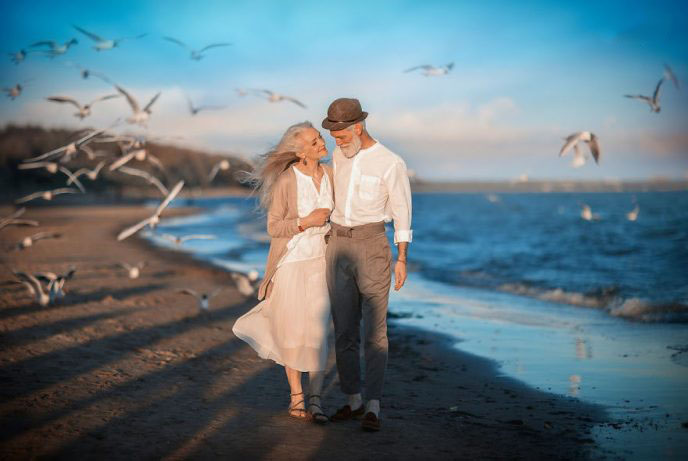 russian-photographer-makes-wonderful-photos-with-an-elderly-couple-showing-that-love-transcends-time-5971043a89352-png__880-688x461