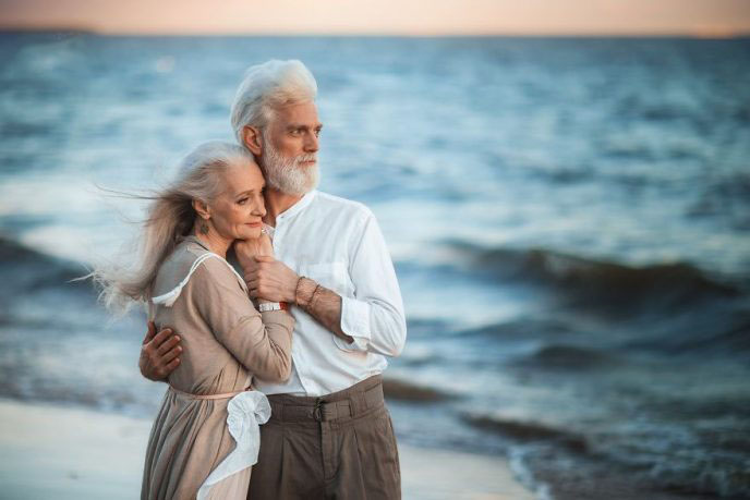 russian-photographer-makes-wonderful-photos-with-an-elderly-couple-showing-that-love-transcends-time-5971bbf7bb530__880-688x459