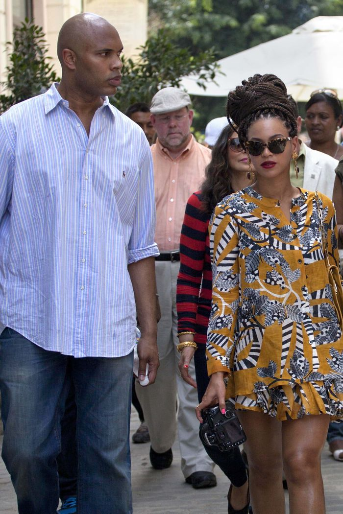 U.S. singer Beyonce and her husband, rapper Jay-Z, are surrounded by body guards as they tour Old Havana in Cuba, Thursday, April 4, 2013. R&B's power couple is in Havana on their fifth wedding anniversary. (AP Photo/Ramon Espinosa)