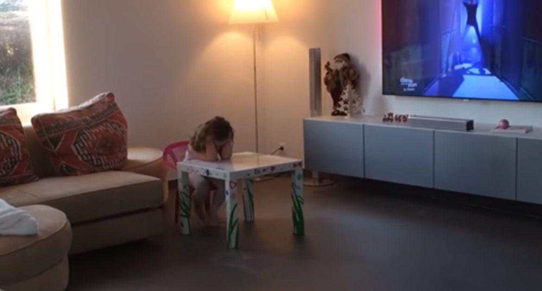 Картинки по запросу Папа установил камеру, чтобы заснять свою 4х-летнюю дочь. Это видео взорвало Интернет!