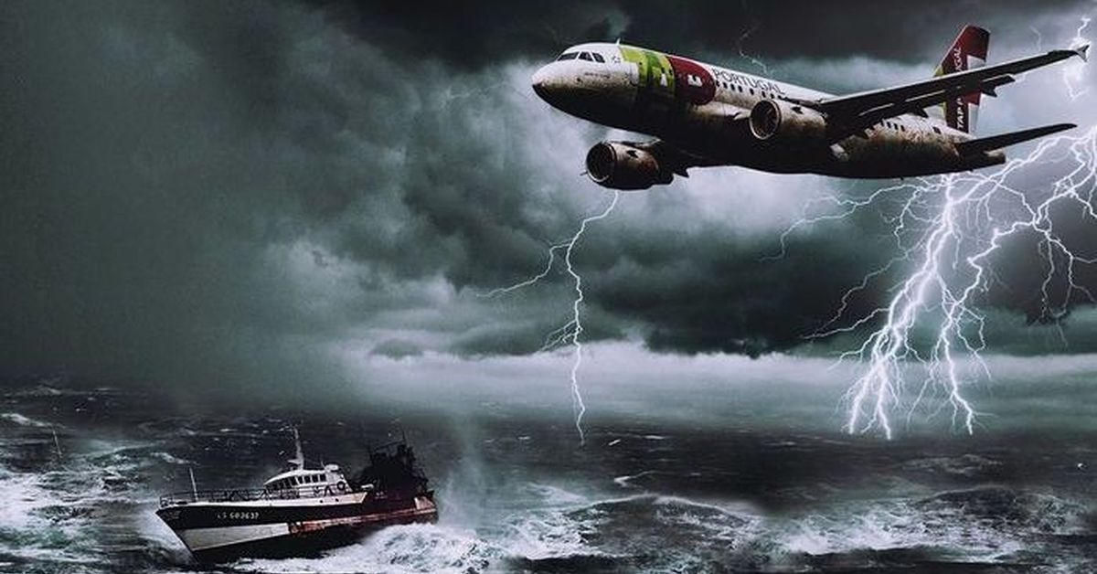 the unsolved mysterious disappearances in the bermuda triangle The bermuda triangle, on the western edge of the atlantic ocean, has for centuries had a dubious reputation mariners have long reported strange occurrences including malfunctioning compasses, strange lights, weird creatures, and the occasional ghost ships.